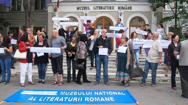 Protest pentru salvarea Muzeului Național al Literaturii Române